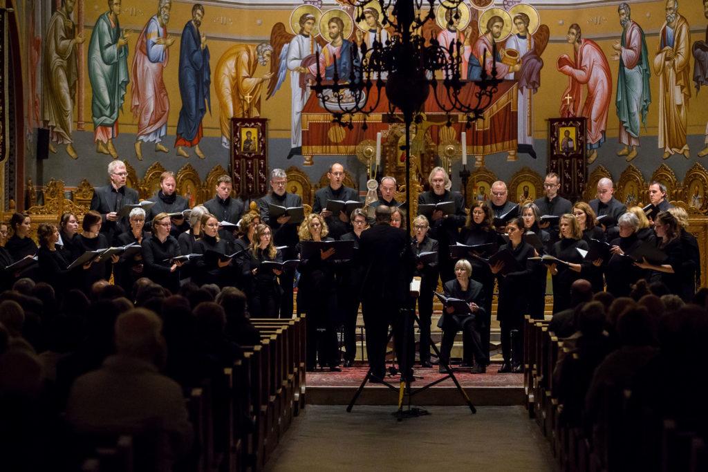 Der ganze Chor der Cappella Aquensis in Konzertformation vor Publikum